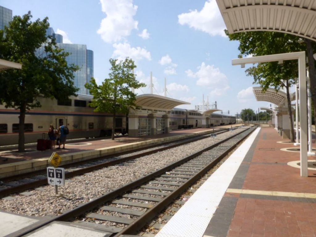 Amtrak 22 approaching Union Station in Dallas